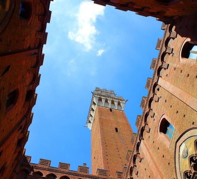 Visita guidata di Siena - cortile del podestà nel palazzo Pubblico