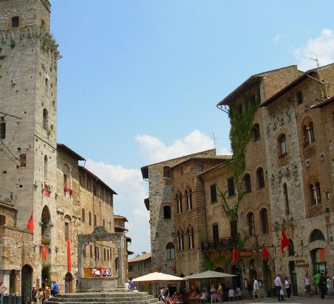 visita guidata di San Gimignano piazza della Cisterna